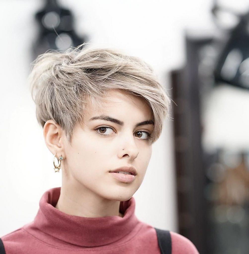 Stilvolles kurzes Haar für Frauen 2021-2022