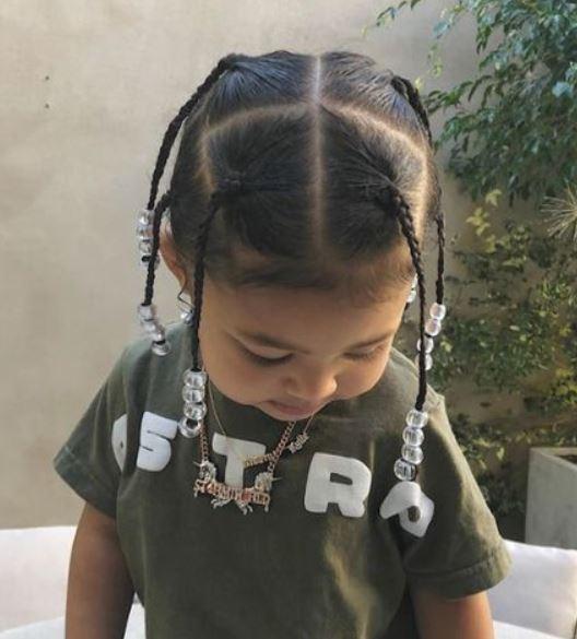 Travis Scott Zöpfe auf Little Girl