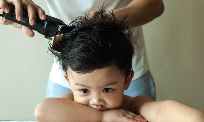 Wann es am besten ist, Ihrem Kind den ersten Haarschnitt zu verpassen