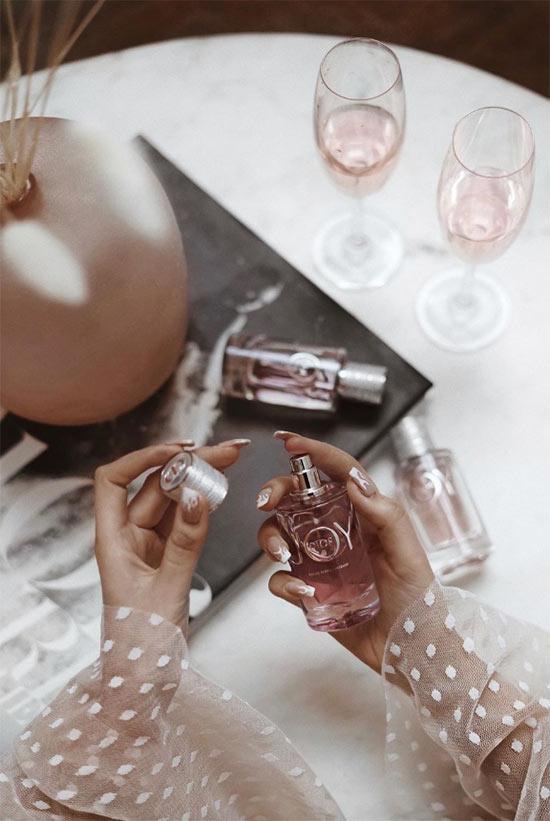 Wie man Parfüm aufträgt