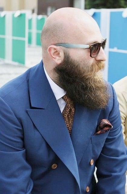 Glatze mit Kinnriemenbart