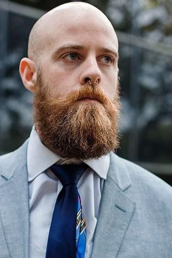 Schmuddeliger Bart mit Glatze