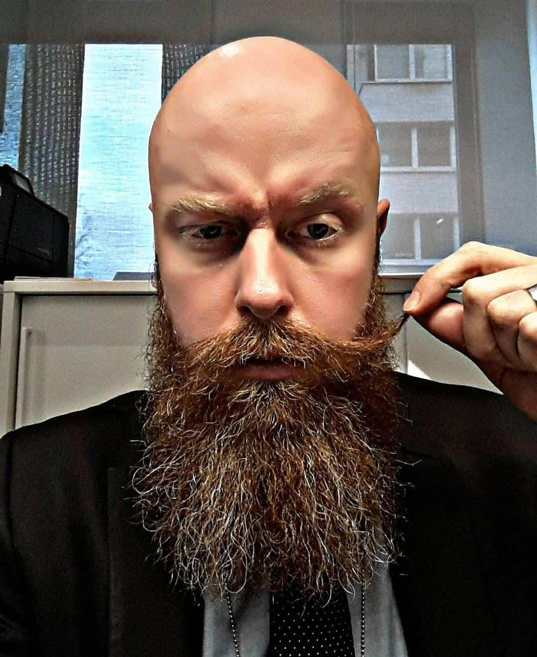 Der böse Mann mit Glatze und Bart