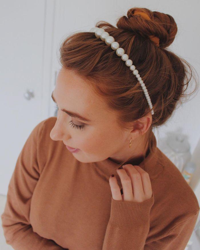 Unordentliches Brötchen mit Stirnband