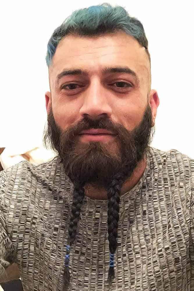 Der geflochtene Bart mit Perlen