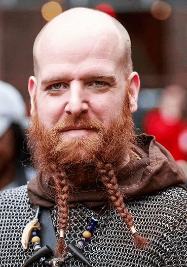 Ausgefallener goldbrauner Bart