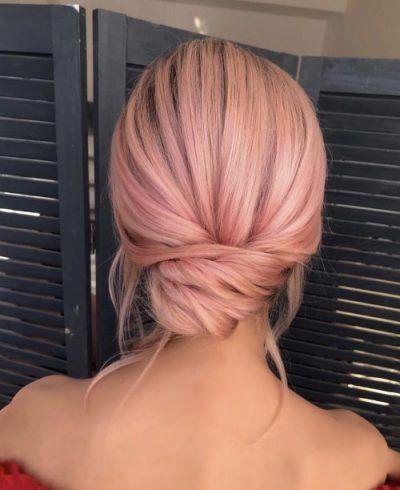 Elegante Frisur mit niedrigem Brötchen