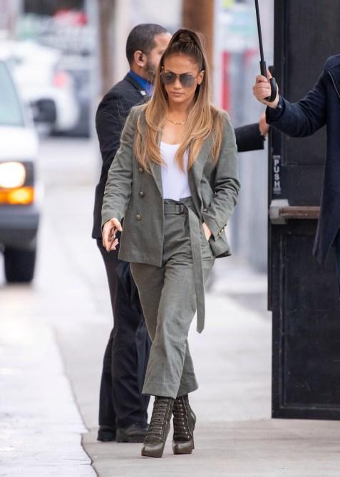 STYLECASTER | Jennifer Lopez Streetstyle