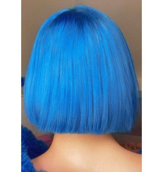 blaue kurze Haare