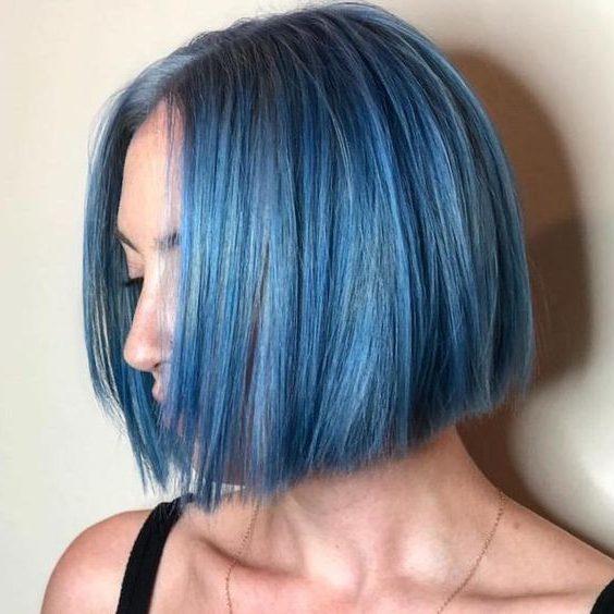 Galaxieblau und kurze Haare