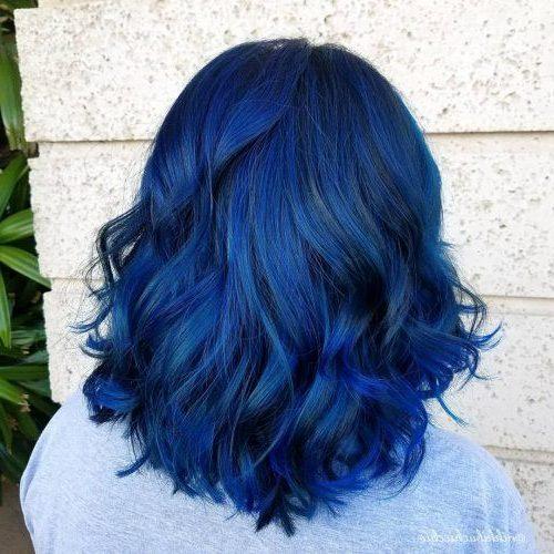 nachtblaues schwarzes bis blaues Ombre kurzes Haar