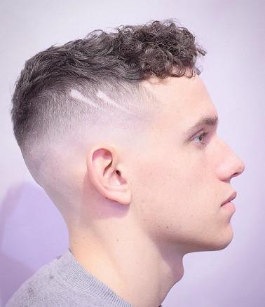 Der seitlich rasierte Kurzhaar-Marine-Haarschnitt