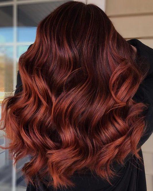 Kupferbalayage auf braunem Haar