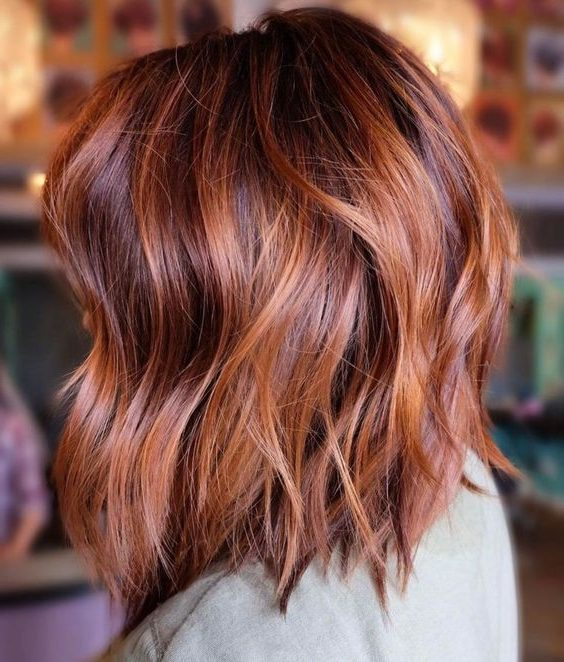 Auburn Balayage auf braunem Haar
