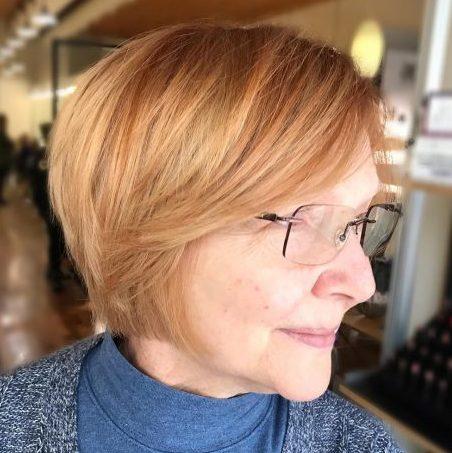 Kurzhaarfrisuren ab 50 mit Brille