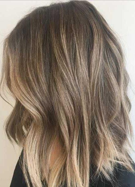 Dunkelblond für kurzes Haar