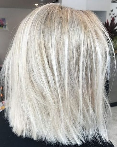 Hellblonde Haarfarbe-Ideen für kurzes Haar