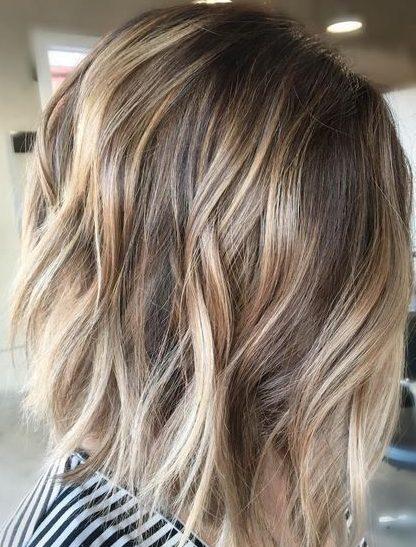 Braunblonde Haarfarben für kurzes welliges Haar