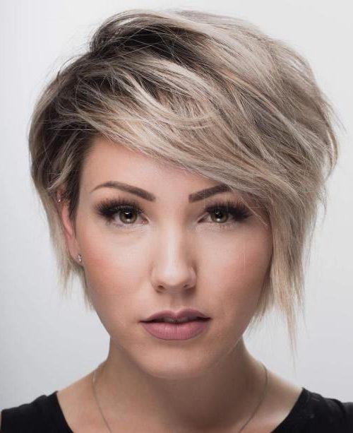 dünnes haar kurze gefiederte haarschnitte
