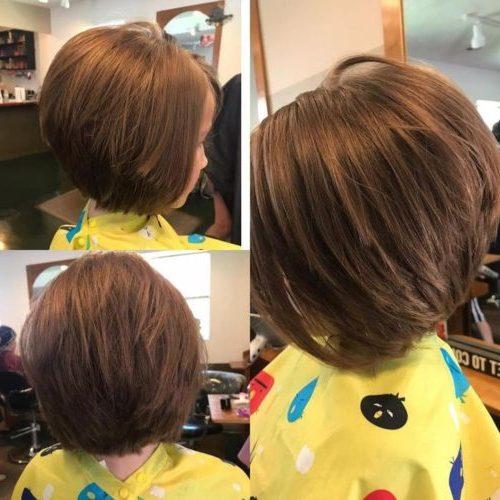 mittlerer Haarschnitt für Mädchen