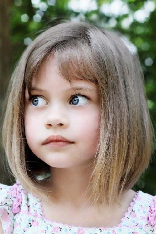 Kleines Mädchen Kurzhaarschnitte mit Pony