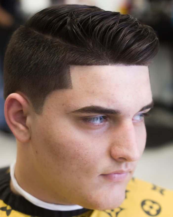 Frisur mit runder Gesichtsform