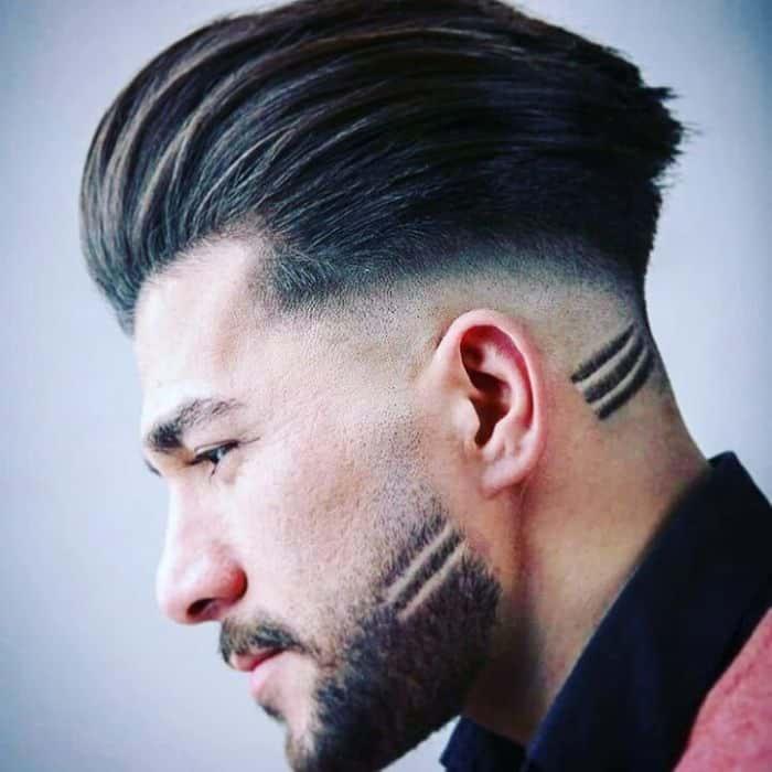 Slicked-Back-Frisur für runde Gesichtsform