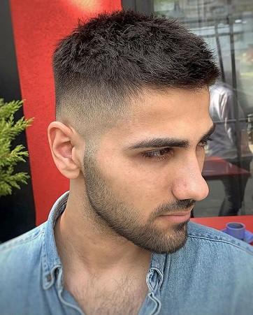 Frischer und kurzer Haarschnitt