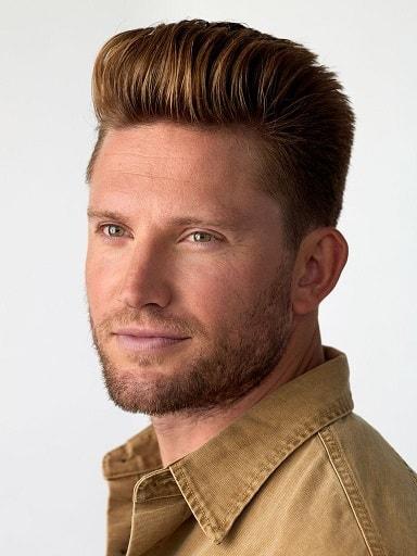 Die neutrale braune Frisur für Jungen