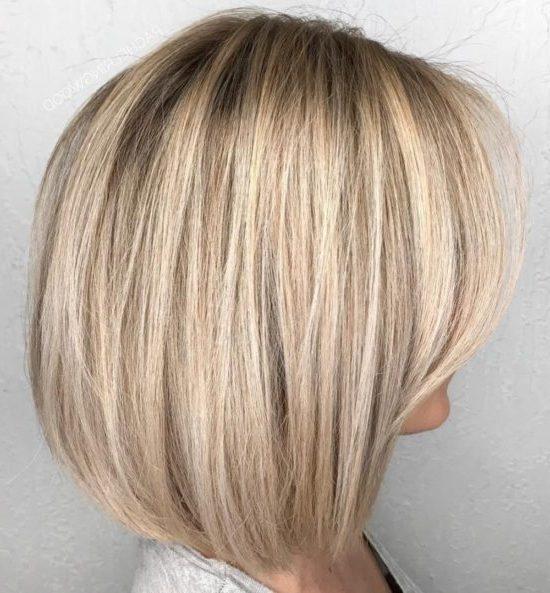 schulterlanger Bob-Haarschnitt