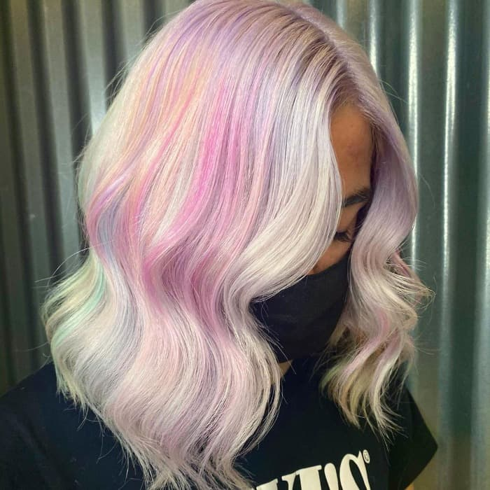 Blondes rosa Haar