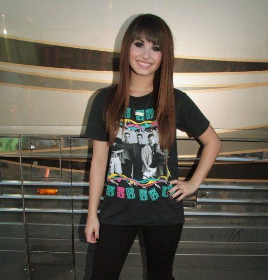 mittellange Demi-Lovato-Frisuren