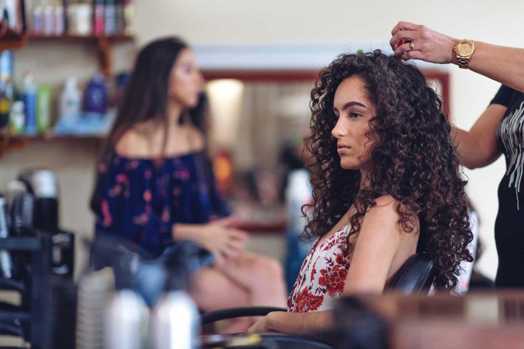 Lockige lange Frisuren für Frauen in den Jahren 2021-2022