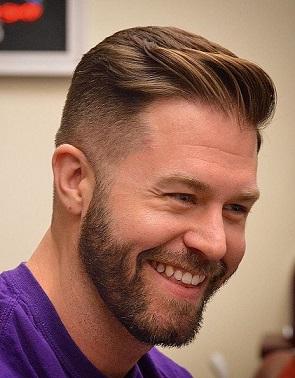 Der Undercut für zurückgehenden Haaransatz