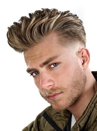 Blonde unordentliche Frisur