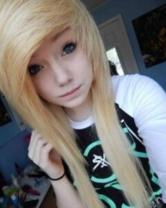 Langes, glattes und blondes Haar