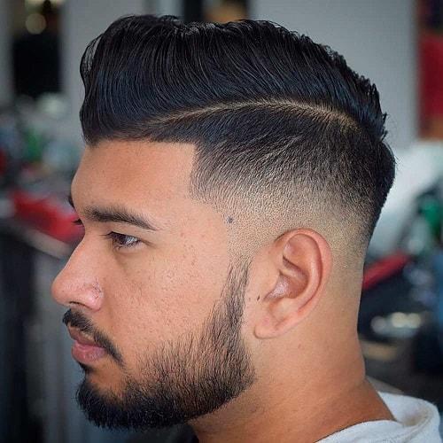 Kämmen Sie die Frisur mit Deep Parting
