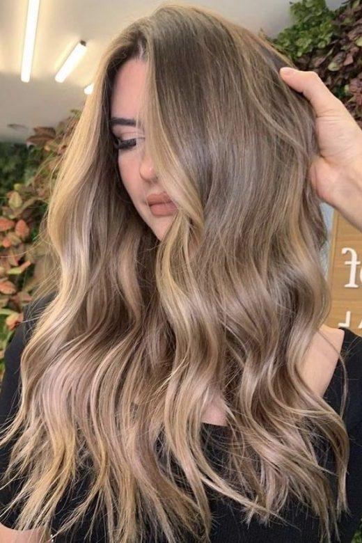 natürliches schmutziges blondes Haar