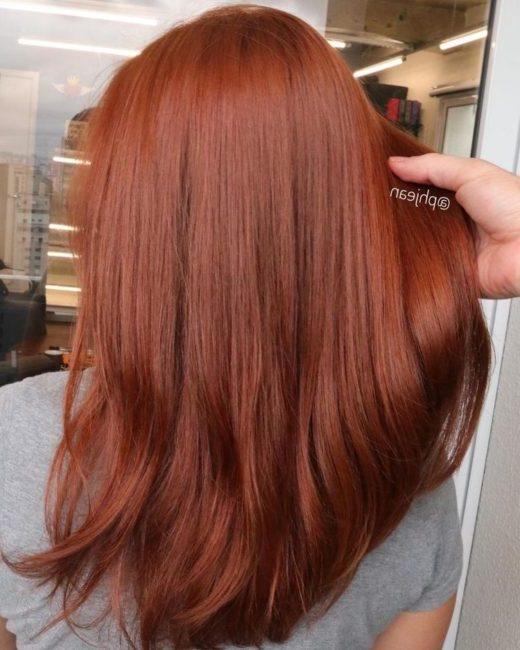 dunkles kupferfarbenes Haar