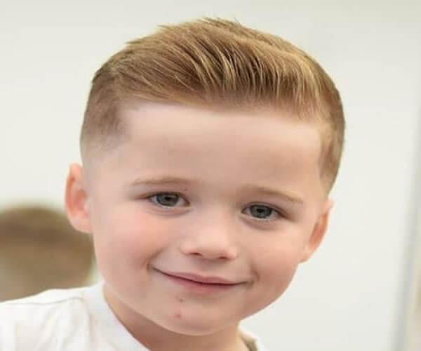 10 fantastische militärische Haarschnitte für Kinder (Aktualisiert 2021)