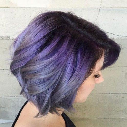 ästhetisches kurzes lila Haar