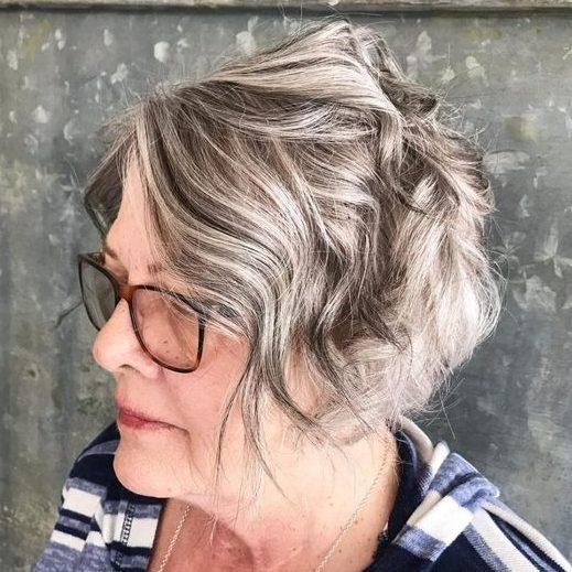Frisuren ab 50 mit Brille