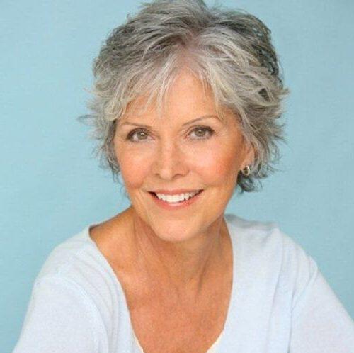 Pflegeleichte Seniorenfrisuren für 60-jährige Frau mit feinem Haar