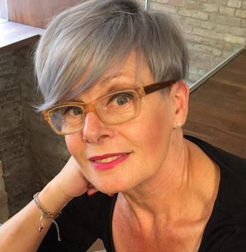 Pixie-Schnitte für ältere Damen mit Brille