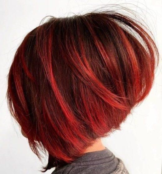 kurze blutrote rote Haarfarbe