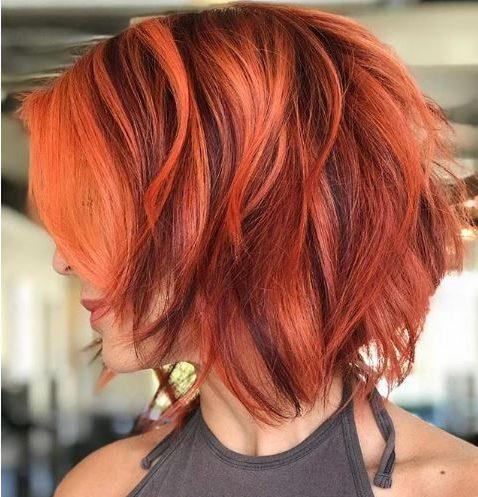 schulterlanges kurzes rotes Haar