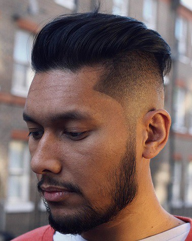 Slick-Back-Frisur