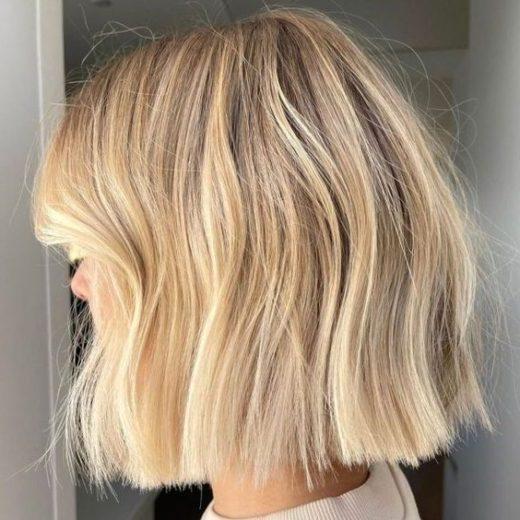kurzes blondes Haar glatt