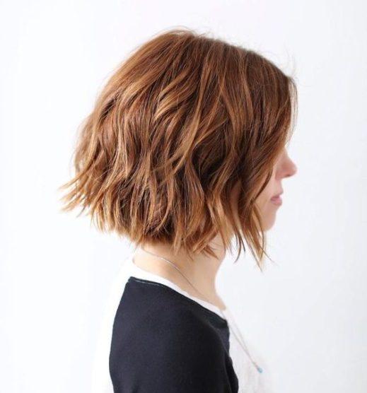 schwarze kurze haarwellen