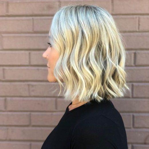 kurzes welliges Haar